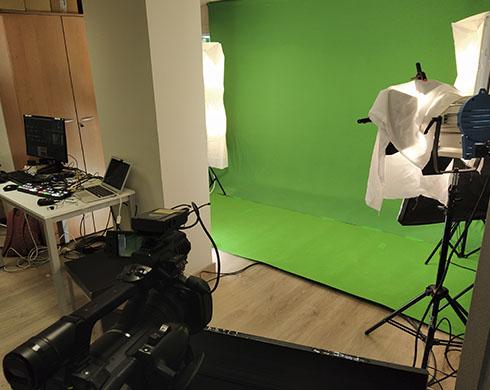 Emisión Streaming live con croma portátil en set virtual de evento para Humana